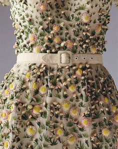 Close up of Dior gown, 1952. Those flowers!
