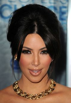This gold square link necklace nicely compliments Kim Kardashian's look.