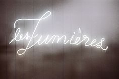 I want a pretty neon sign! Quickly regressing to childhood when I had one...      * les lumières
