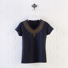 DIY Scribbles Gold Collar Pop T-shirt. Transform a plain  shirt into a stylish statement piece.