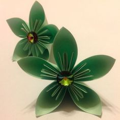 How to make an easy paper flower  via @Guidecentral - Visit www.guidecentr.al for more #DIY #tutorials