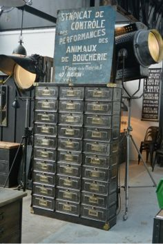 Industrial chic on pinterest 311 pins - Brocante mobilier industriel ...