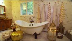 bathroom on dear genevieve. love the gold pillow!