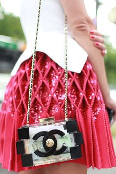 Details in street style. Paris Couture Week street style. [Photo by Kuba Dabrowski]