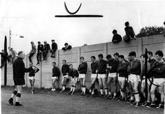 Shanks addressing his players (1963)