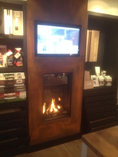 Openhaard on pinterest black fireplace wood storage and box houses for Deco trap interieur