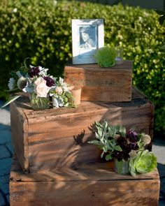 This duo made a special yet subtle vignette to honor the groom's late mother
