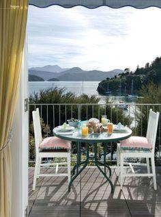 House of Turquoise: New Zealand Coastal Cottage