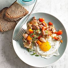 This Sausage and Sweet Pepper Hash can be made in a slow cooker! More time-saving slow cooker ideas: http://www.bhg.com/recipes/breakfast/6-time-saving-slow-cooker-breakfasts/?socsrc=bhgpin073014sausageandsweetpepperhash&page=1