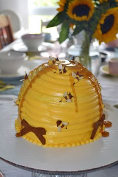 beehive cake. so cute!