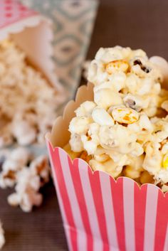 Ready for the movies? Helen at Fuss Free Flavours created this White Chocolate Popcorn recipe using Buttered Popcorn and Caramel Corn Jelly Belly jelly beans! Find the recipe here (http://www.jellybelly-uk.com/bean-world/)