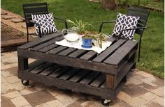 Pallet table. DIY table. DIY Outdoor Furniture.