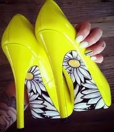 Yellow  Daisy Pumps