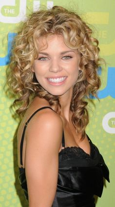 AnnaLynne McCords curly hairstyle