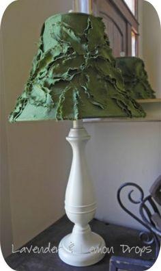 Pantalla para lámpara, de restos de tela. / Fabric Lampshade.