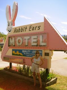 motel sign, neon signs, chains, colorado, vintagegoogi sign, ears, rabbit ear, 1950s motel, ear motel