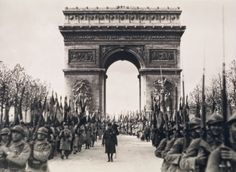 """The Daily Glean: """"The Greatest Day in History"""": Nicholas Best's snapshots of the end of World War I"""