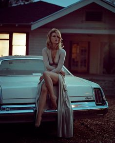 Timeless Beauty - January Jones - Click for more... #madmen #sex #cars