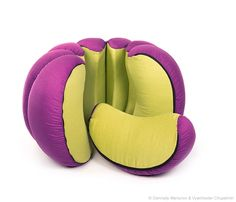 A spherical structure composed of eight segments connected together by zippers. A multi-purpose solution with a soft and playful line.