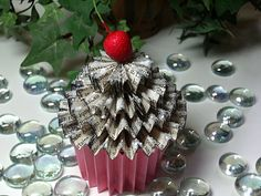 Paper cupcake (great frosting idea for felt cupcake)