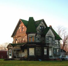 Amazing house abandoned in Ipava, Illinois.