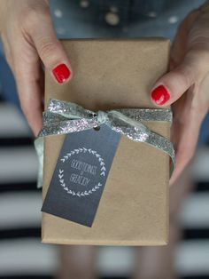 free printable holiday gift tags by @Chelsea Rose Costa || neighborhood.vivint.com