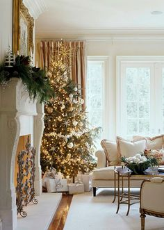 Love the green, gold and cream themed Christmas decorations