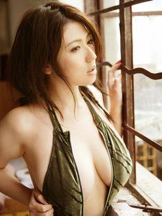 japanese-swimsuit-models-02.jpg