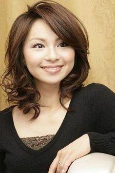 Medium length hair styles for round faces women