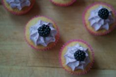 Blackberry cupcakes (easy and cute cupcake decoration)