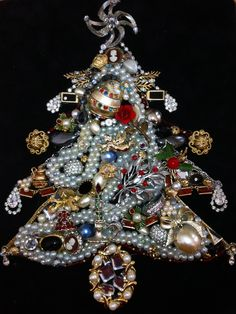 DIY Jewelry christmas tree.... Have old jewelry sitting around, broken or missing the match? Make a beautiful jewelry christmas tree and frame it for a great christmas decoration! All you need is hot glue and black velvet board!