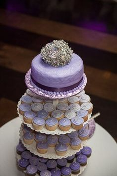Brooch cake topper!  Hit up Charming Charlie for gorgeous crystal and pearl brooches, then have The Ritzy Rose create a cake topper to coordinate with your @Charming CHARLIE bouquet! #pintowin #WeddingTrends2013.