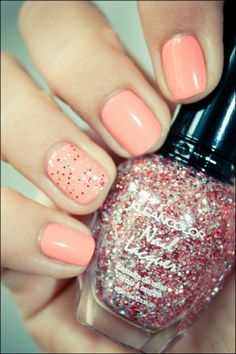 Accent nail.