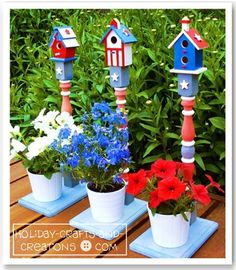 4th of July Decorations: Patriotic Birdhouse ~ These painted birdhouses make great 4th of July decorations for outdoors. Whether you are trying to dress up your front porch, deck or patio, these birdhouses will bring bold patriotic color to your home.