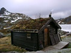 hikers hut in norway. via cabinporn