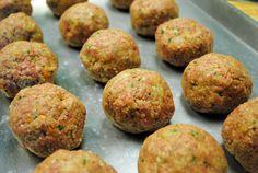 Spaghetti and Meatballs ~ #SundaySupper with Cristina Ferrare | Juanita's Cocina