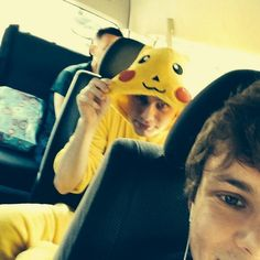 """""""Guys there is something behind me lol""""- ash"""