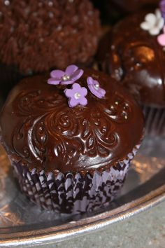 <3 Pretty Chocolate Cupcakes