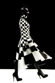 black and white couture, checker black, dress, alex box, hair makeup, black white, garethpugh design, corpor inspiração, fashion high