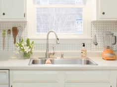 Pegboard backsplash. I might have to do this in my kitchen!