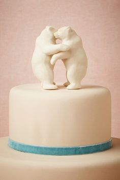 Bear Hug Cake Topper! So cute for a #Baylor couple.