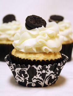 White Chocolate Oreo Cream Filled Cupcakes {Recipe!}