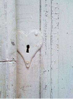 ❤ this heart-shaped keyhole