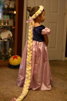 Sweet ♥ Art: DIY Rapunzel Wig - One thing of yarn, 2 yellow rubber bands, scissors, purple flowers, purple ribbon, and a hot glue gun. (maybe for Xmas)