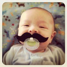 Bebês bigodudos
