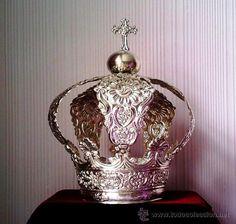 Corona de metal bañada en plata. Mide 10 cms. de diametro. (Antigüedades - Religiosas - Orfebrería Antigua)