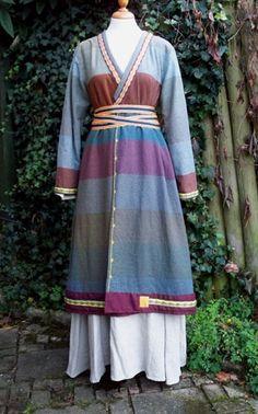 Atelier Verdande Frankish Gerberga everyday garb. love this wrap coat!    (scrap useage!!!)