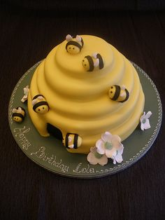 Love this cake for a classic Pooh shower!