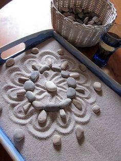 Exploring symmetry with loose parts - Sand mandala
