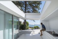 avignon-clouet architects builds summer house with removable roof in france